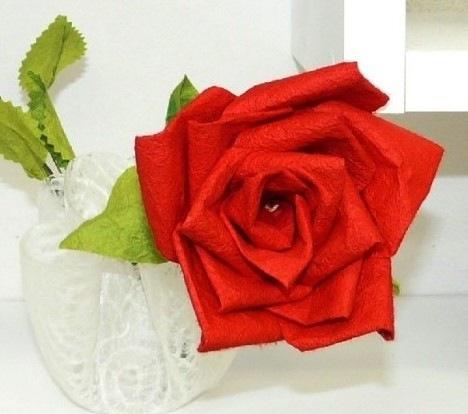 """Научившись, как сделать из бумаги розу, можно браться за более сложные варианты.  К примеру,  """"Роза Кавасаки из бумаги """"..."""