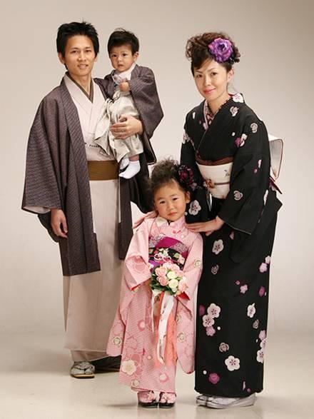Национальный костюм и традиционный стиль в современной ... Японцы В Кимоно