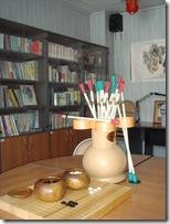 игровые наборы из нашей коллекции – японская игра го (доска гобан и камни) и корейская игра тхухо в кувшин со стрелами (изначально это древняя китайская игра, дожила до средневековья в Китае и Японии, сейчас играют повсеместно только в Корее)