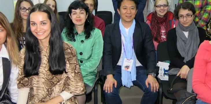 Проректор японского вуза рассказал о моде студентам Приморья